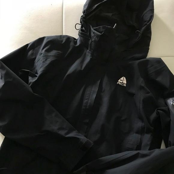 Nike Women s ACG Gore-Tex Rain Jacket. M 5ac7f8f55521be44db392c87 251ace4be4